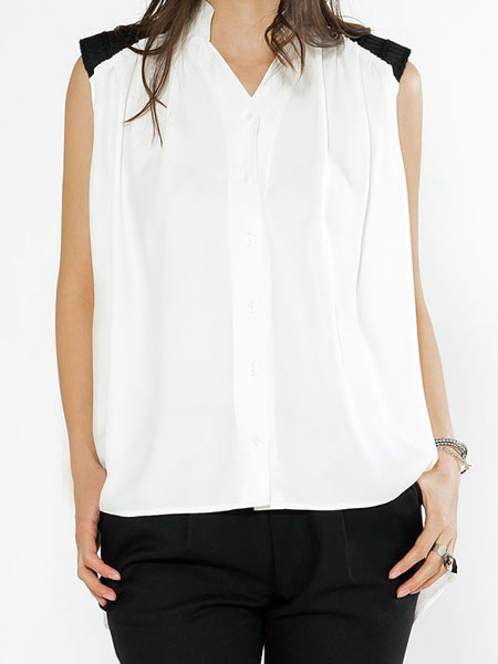 PAD BLOUSE IN WHITE WITH BLACK SHOULDER PADS